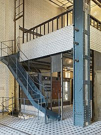 ewerk Berlin-Eventlocation-Industrie-industrial-Halle C-Treppe