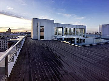 Eventlocation-Industrie-ewerk Berlin-Dachterrasse-Skylounge-Blick West-schraeg